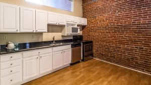 700_broadway_102_kitchen